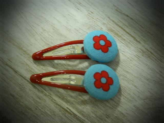 くるみボタンのプチパッチンどめ2コセット---赤い花---