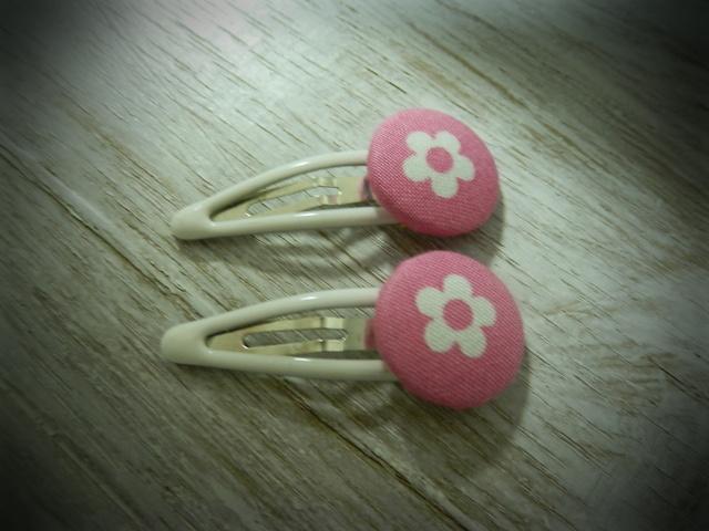 くるみボタンのプチパッチンどめ2コセット---白い花---