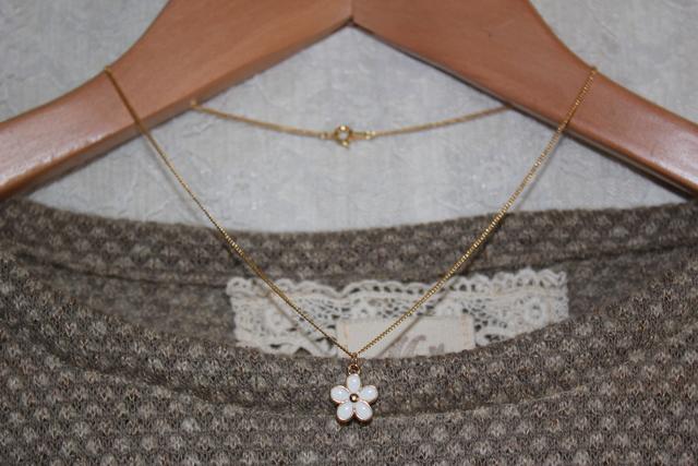 再販*白いお花のネックレス