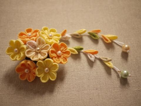 つまみ細工 黄色のお花 ヘアピンブローチ