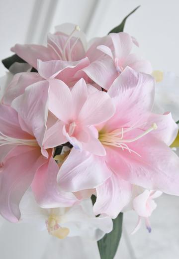 大輪ピンクlily&胡蝶蘭のラウンドブーケ