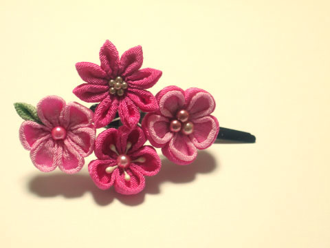 つまみ細工 4輪ピンクのお花ヘアピン