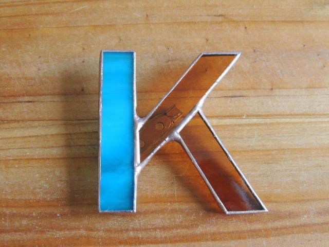 【K】イニシャルブローチ