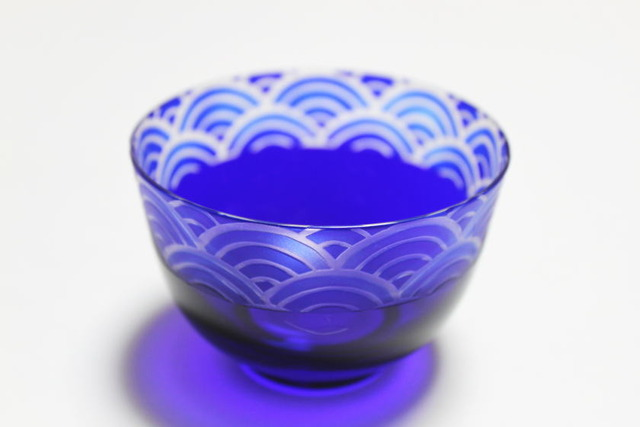 冷茶 波 瑠璃