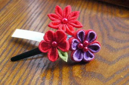 ちりめん細工 赤い3種のお花ヘアピン