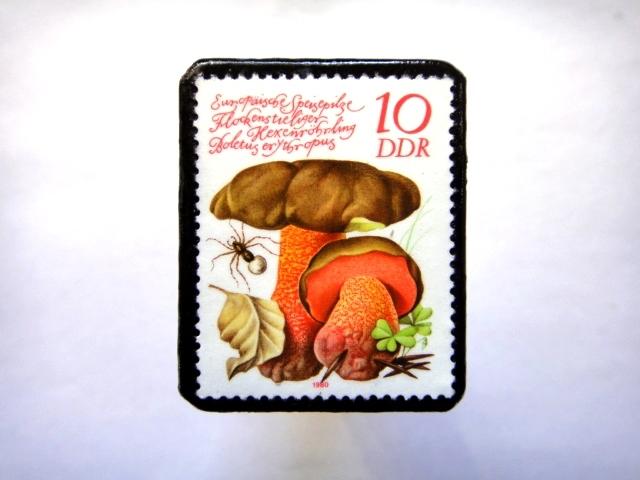 旧東ドイツ「きのこ」切手ブローチ760