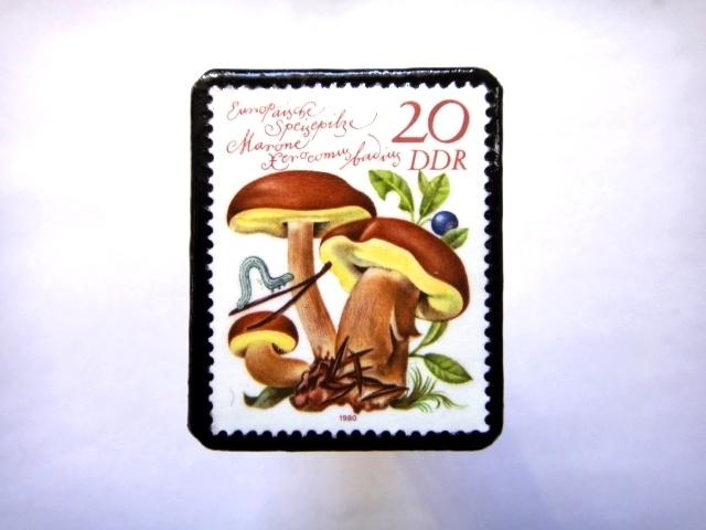 旧東ドイツ「きのこ」切手ブローチ762