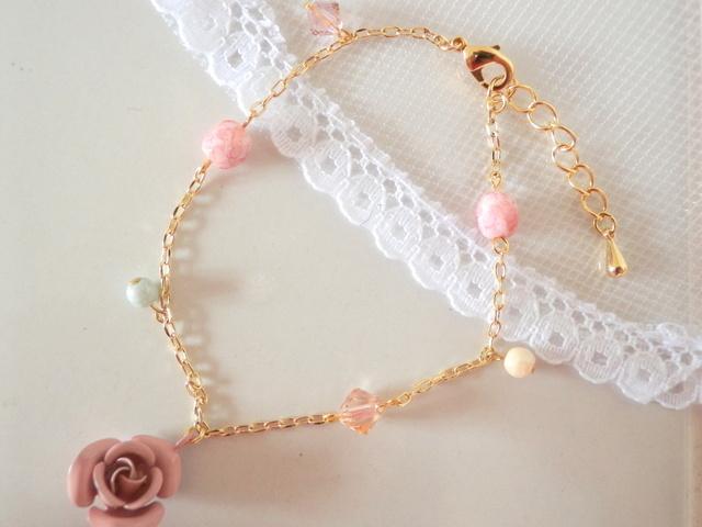 薄ピンクのバラのブレスレット