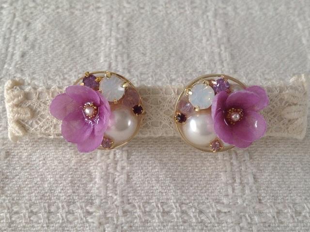 ビジューと染め花を樹脂加工したイヤリング(ピンクパープル)