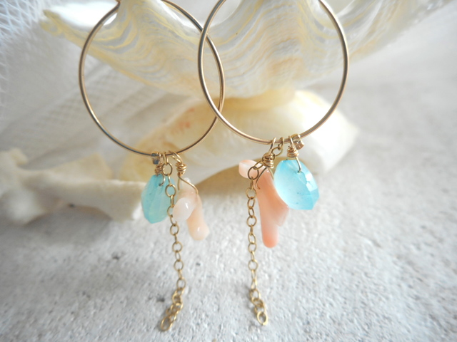 渚のフープピアス Aqua chalcedony and Coral Hoop earrings  14kgf