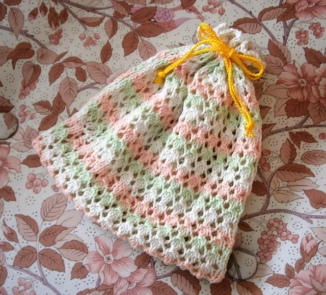 レース編みの春色巾着