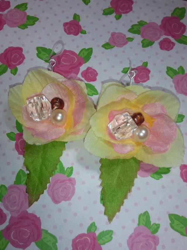 樹脂ピアス★花★春★黄★ピンク