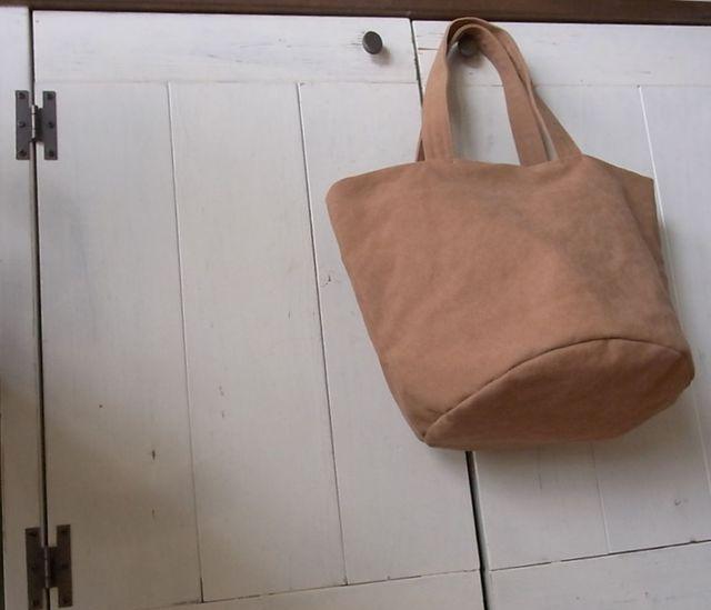 帆布(バイオウォッシュ)の丸底トートM レンガ