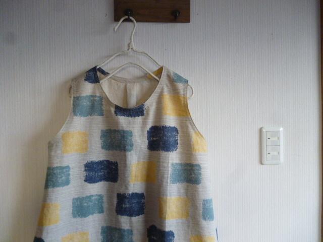 綿麻ハスキープリントのノースリーブ裾切り替えチュニック