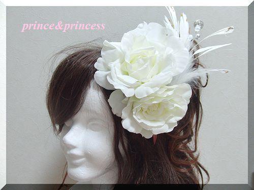 真っ白なバラと羽のヘッドドレス