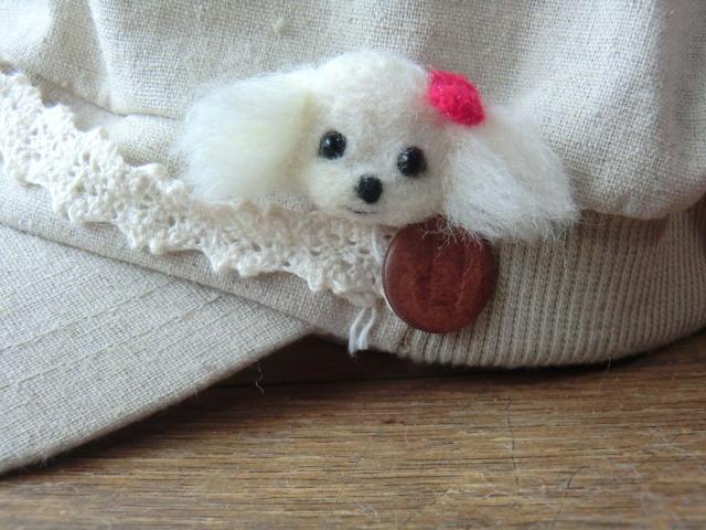 プードル犬のブローチ