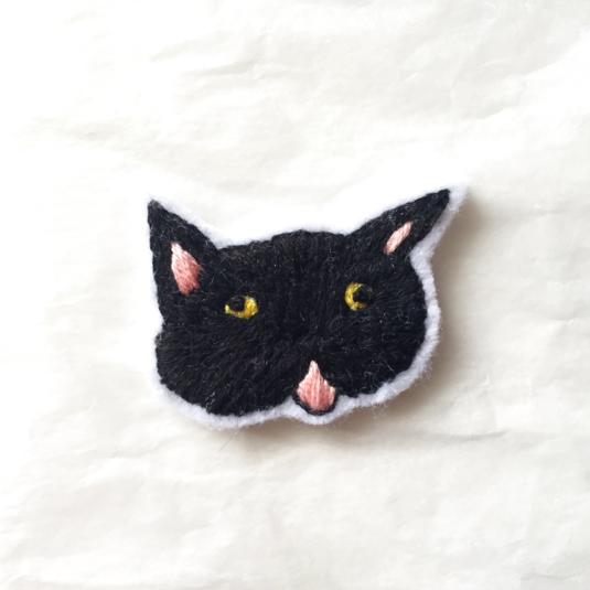 ゆる猫のブローチ