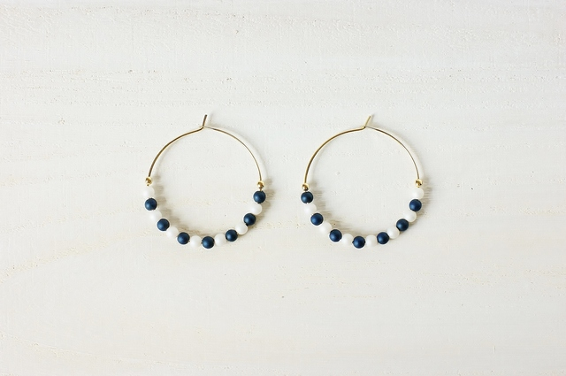 white×navy beads pierce