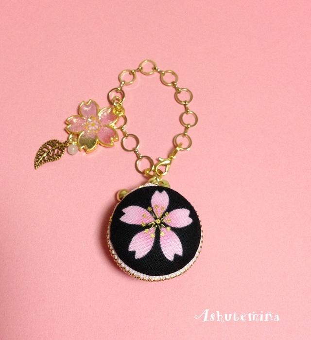 桜のバッグチャーム風マカロンポーチ