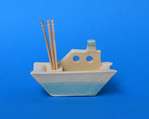 お船(水色)