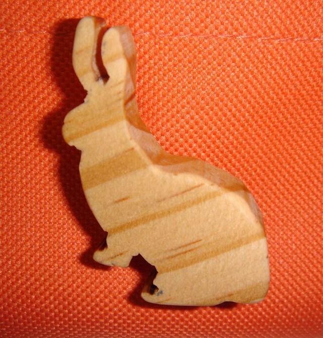 木製ブローチ 「うさぎ」 ?