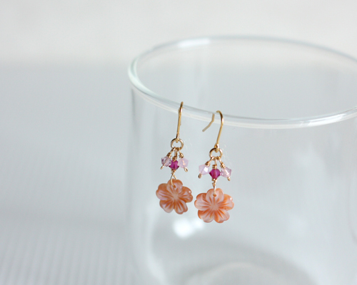 【さくら、咲く】 ピンクシェルの桜とスワロフスキーピアス/p416