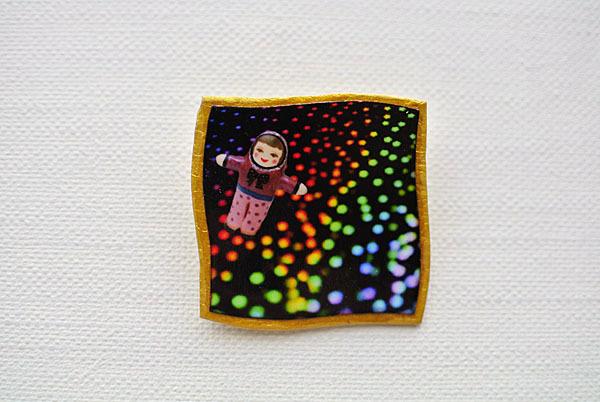 折り紙の中の宇宙ブローチ【ゆがんだ額縁シリーズ】