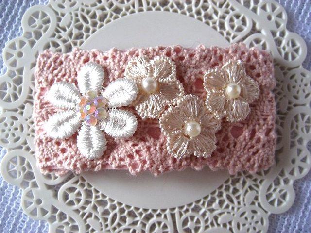 ピンクコットンレースと4つの大小お花のスリーピン_293