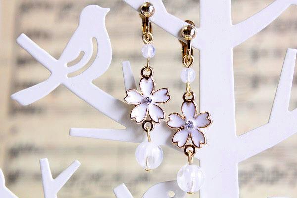 桜イヤリング(ホワイト)