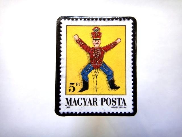 ハンガリー1988年「おもちゃ」切手ブローチ810