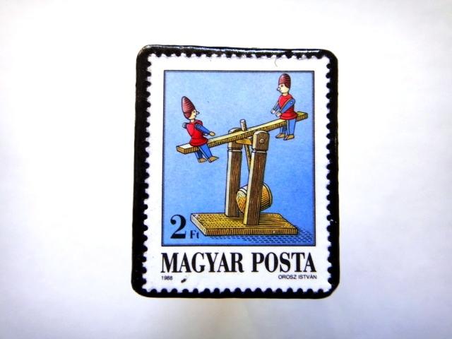 ハンガリー1988年「おもちゃ」切手ブローチ812