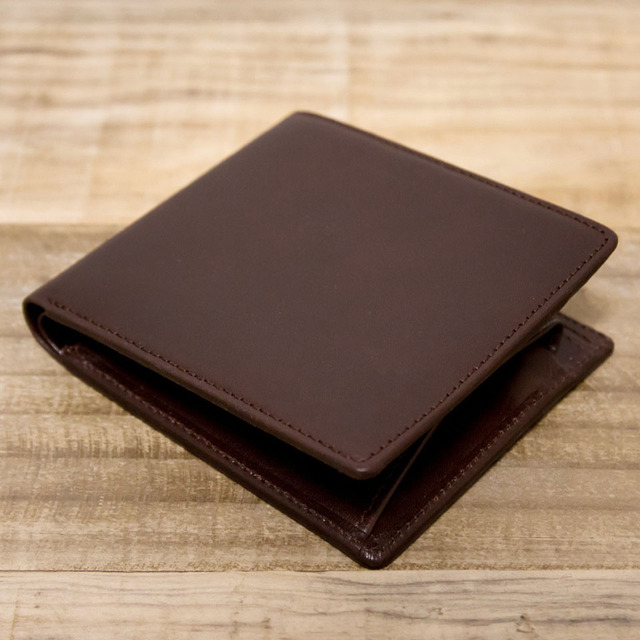 brand new b7d18 e6510 ヌメ革シンプルな二つ折り財布 チョコ(レザー 牛キップヌメ)