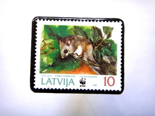 ラトビア1994年 切手ブローチ817