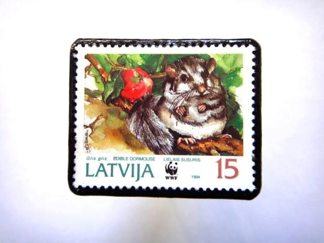ラトビア1994年 切手ブローチ818