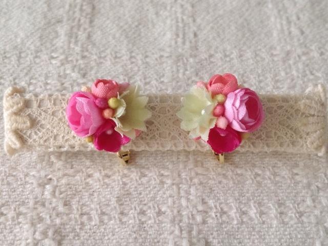 小花のくっつきイヤリング(ピンク&黄緑)