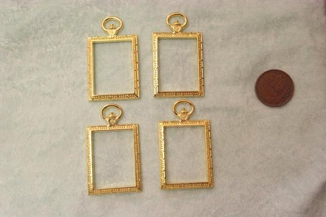 4個入り ゴールドの四角い懐中時計型のレジン枠 B92