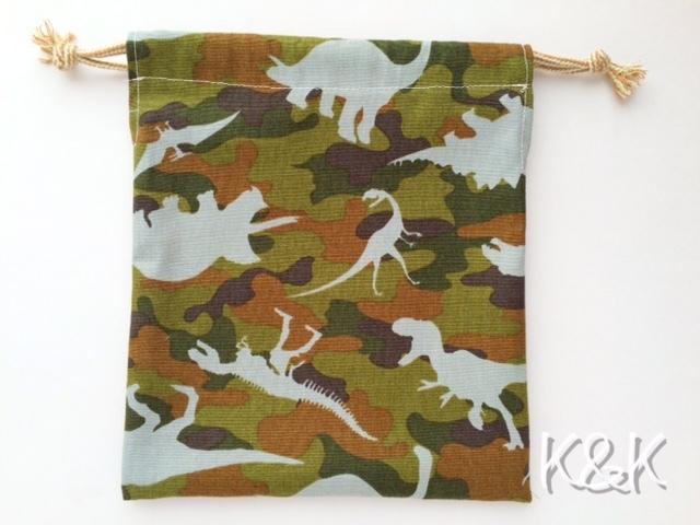 ダイナソーカモフラージュ 巾着袋(Mサイズ)