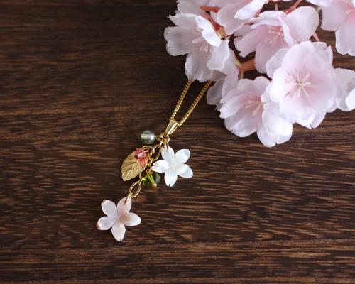 【さくら、咲く】ピンクシェルと白蝶貝の桜2輪のネックレス/n223