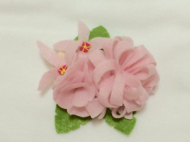 ピンクのお花ブローチ