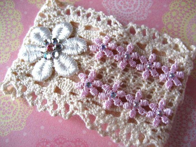 白いお花と8つのピンク小花のスリーピン_292
