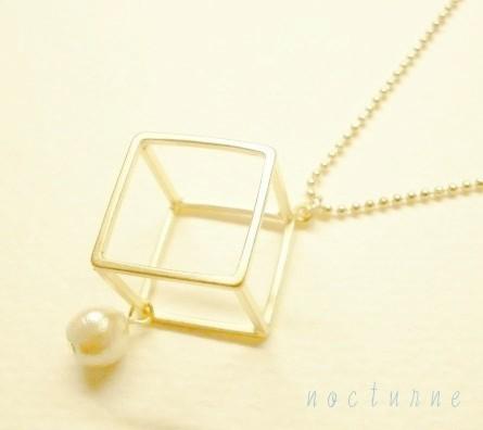 square☆四角とコットンパールのネックレス