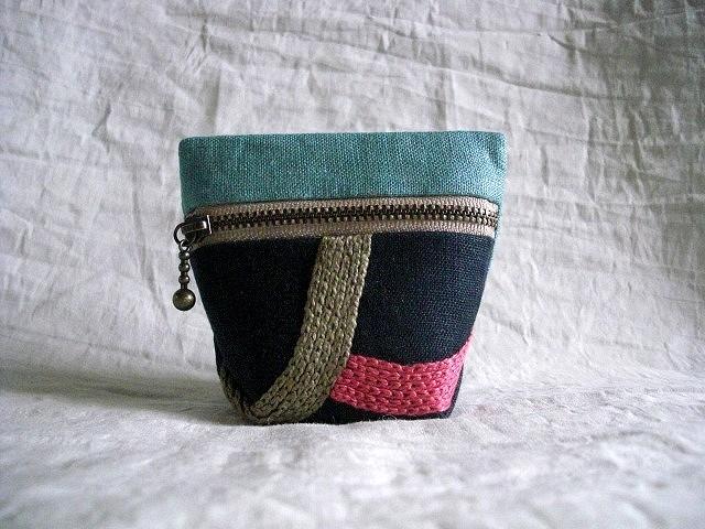 itoiro minicoro pouch (mizuiro/kon)