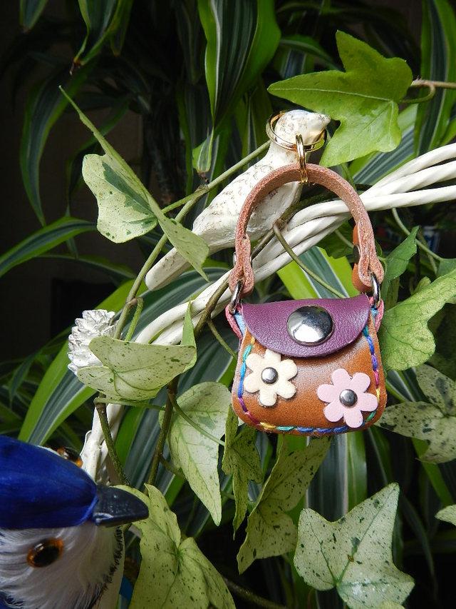 レザー小さな小さなハンドバッグ の500円玉いれ モモシロお花