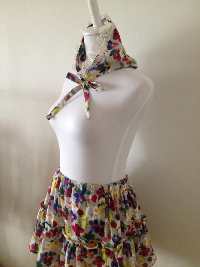 お花畑みたいなミニスカートとバブーシュカのセット