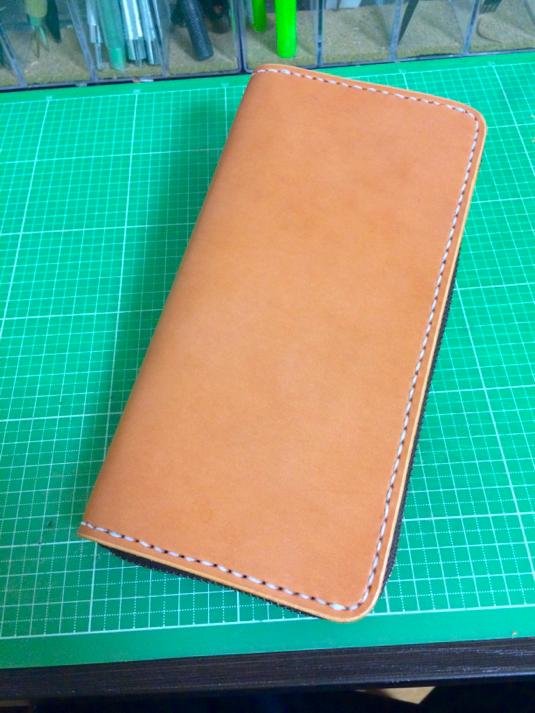 ラティーゴ革の長財布 (ラウンドファスナー仕様)
