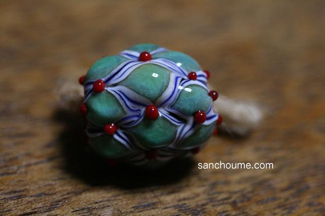 glass beads (とんぼ玉)凸凹もように赤い点