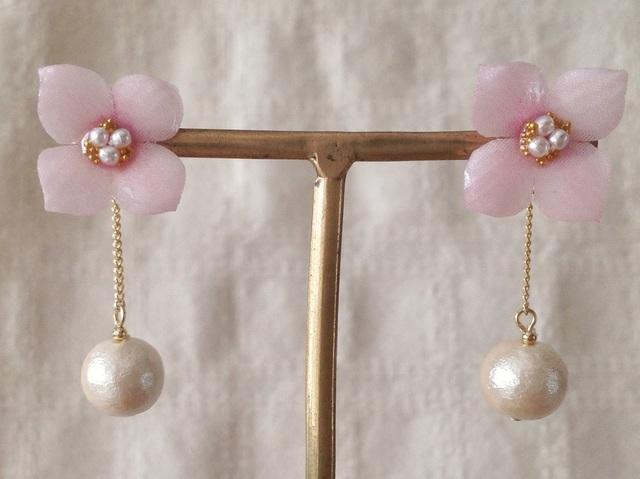 コットンパール付き染め花を樹脂加工した紫陽花ピアス( S・ピンク)