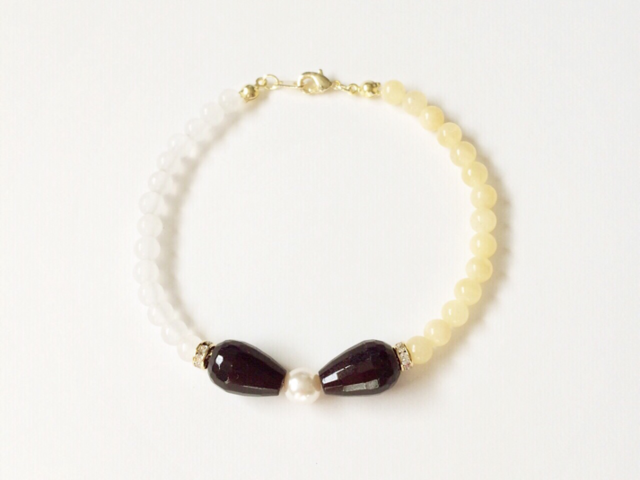 bow bracelet (garnet)