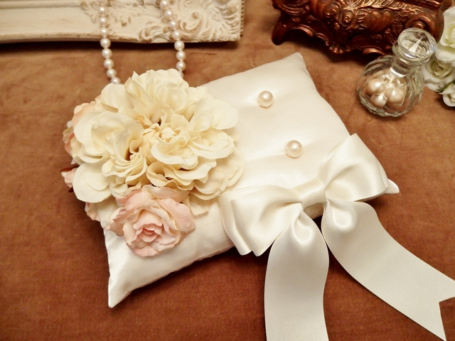 花束とリボンのリングピロー(オフホワイト)
