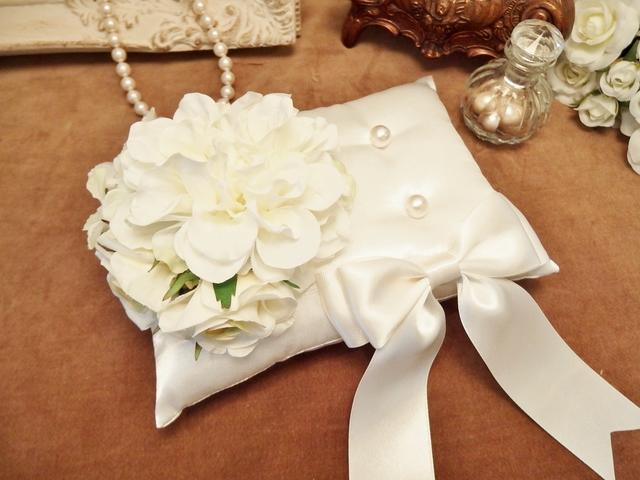 花束とリボンのリングピロー(ホワイト)